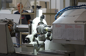 High-precision machine grinding of spindle shafts